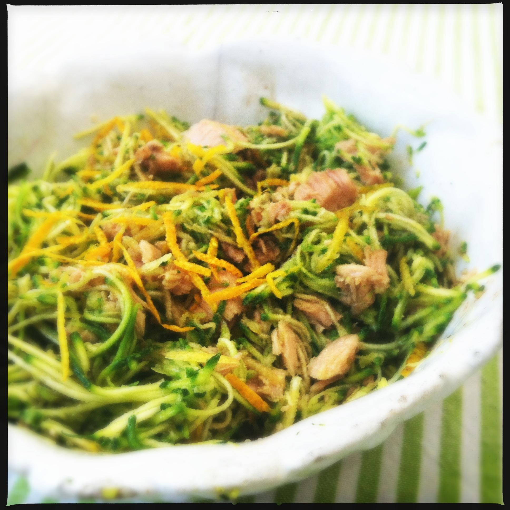 Insalata di zucchine alla julienne con tonno e agrumi for Verdure alla julienne